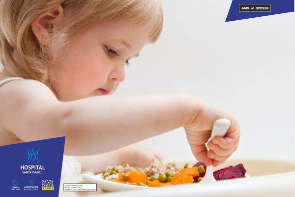 Ofereça às crianças alimentos saudáveis